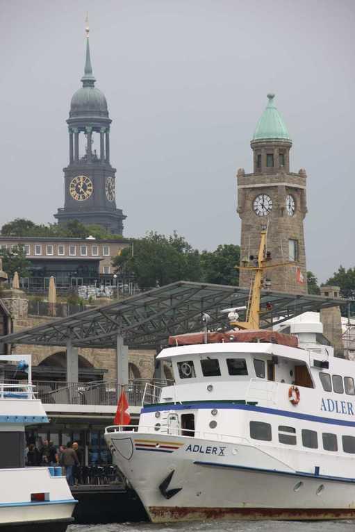 0366_11 Juni 2011_Hamburg_Hafen_Landungsbrücken_Michel