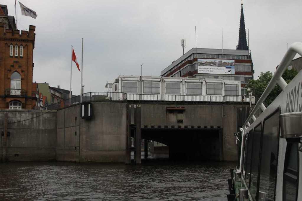 0307_11 Juni 2011_Hamburg_Alsterfleet
