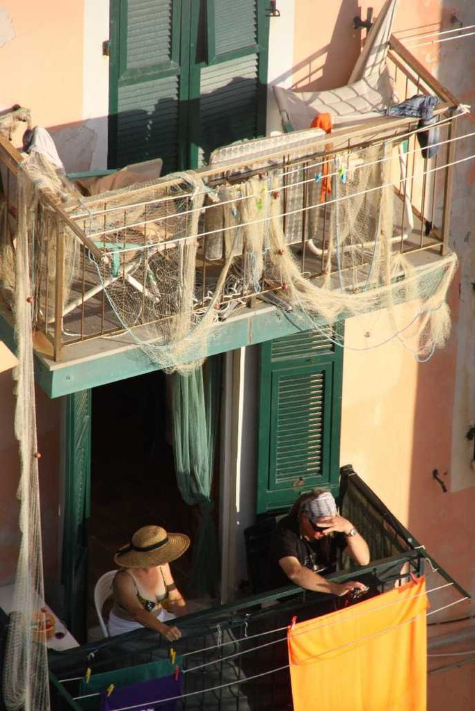 0543_09 Okt 2013_Cinque-Terre_Riomaggiore_Balkon-mit-Netzen