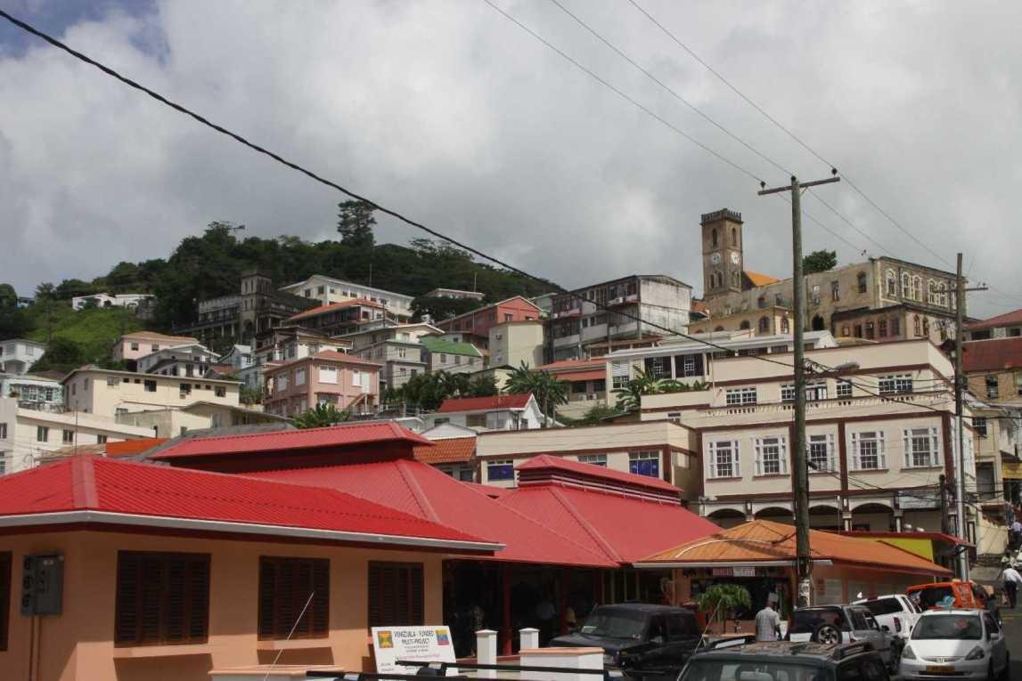 3001_02 DEZ 2013_Grenada_St-Georges_Markt