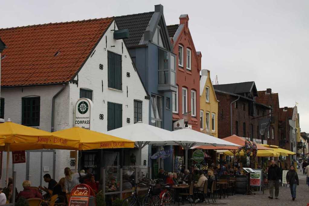 0139_31 Juli 2011_Husum_Hafen_bunte Häuser_Fassaden