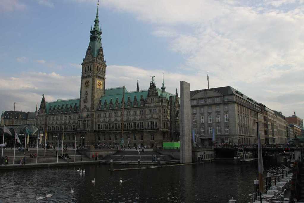 0205_10 Juni 2011_Hamburg_Rathaus_Alsterfleet_Schleuse