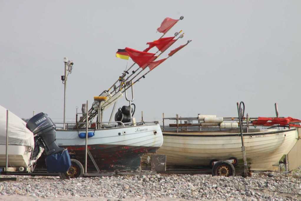 0093_03 Aug 2011_Damp_Strand_Boote