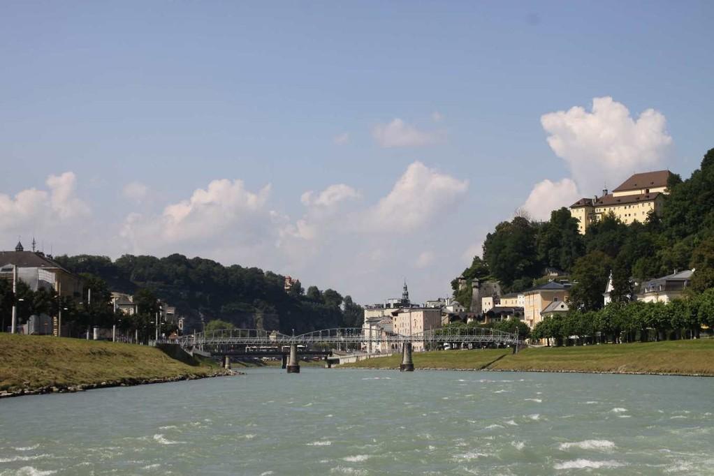 0217_21 Aug 2010_Salzburg_Salzach_Mönchsberg_Brücke