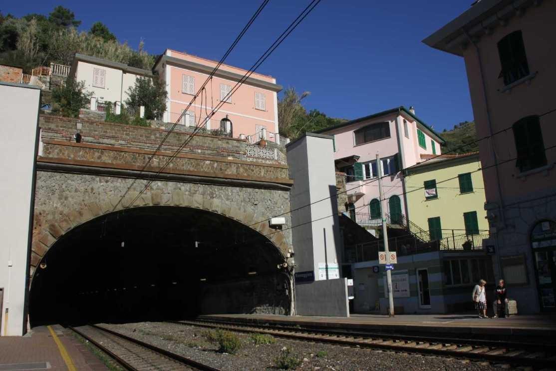 0747_11 Okt 2013_Cinque-Terre_Riomaggiore_Bahnhof