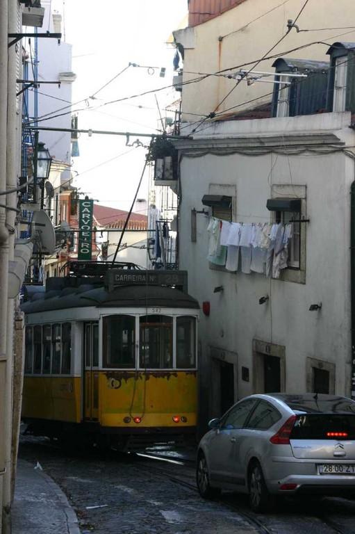 0417_01 Nov 07_Lissabon_Alfama_Tram 28
