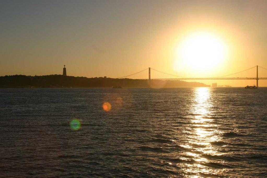 0394_31 Okt 07_Lissabon_Boots-Tour_Ponte 25 de Abril_Columbus