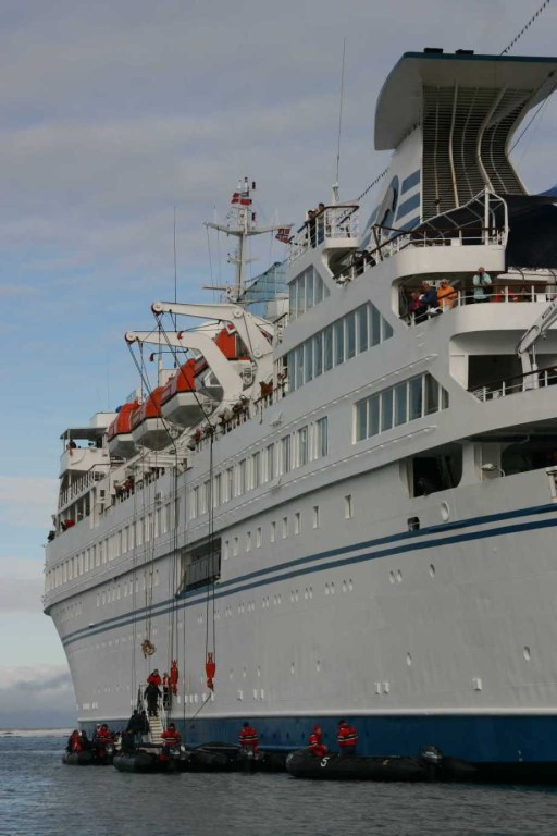 Bild 0986 - Spitzbergen, Magdalenenbucht, MS Delphin Zodiacs