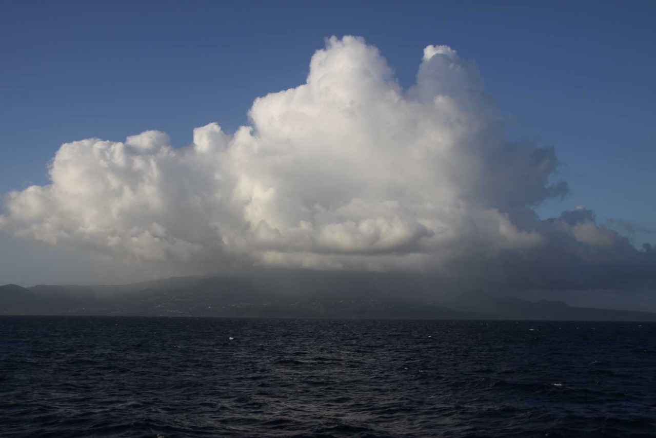 2231_28 NOV 2013_Iles des Saintes_Wolken