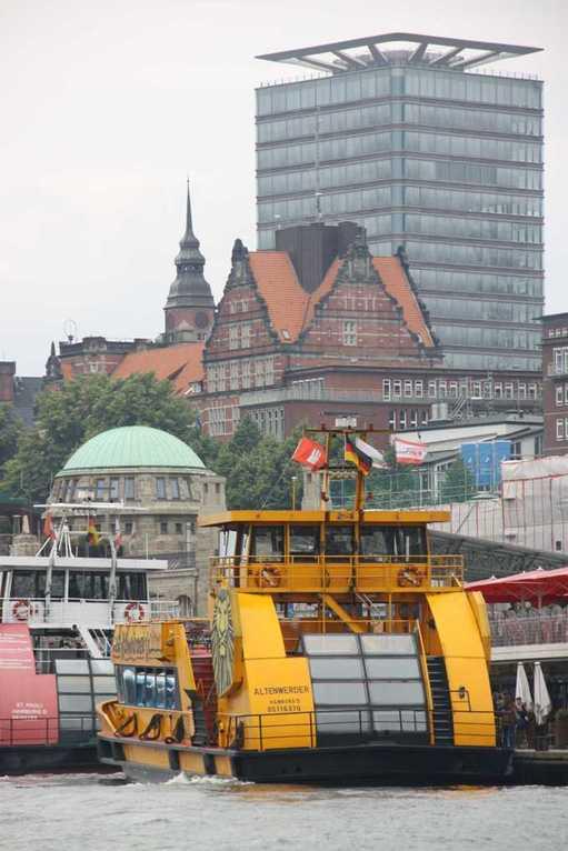 0371_11 Juni 2011_Hamburg_Hafen_Landungsbrücken_König der Löwen