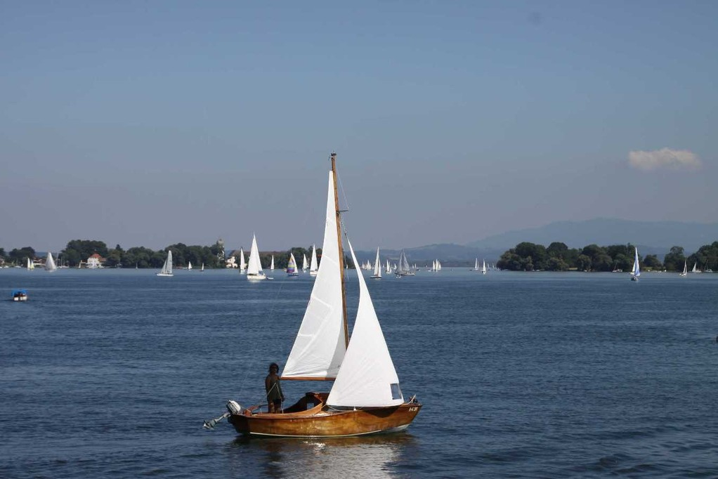 032_0179_22 Aug 2010_Chiemsee_Panorama_Segelschiffe
