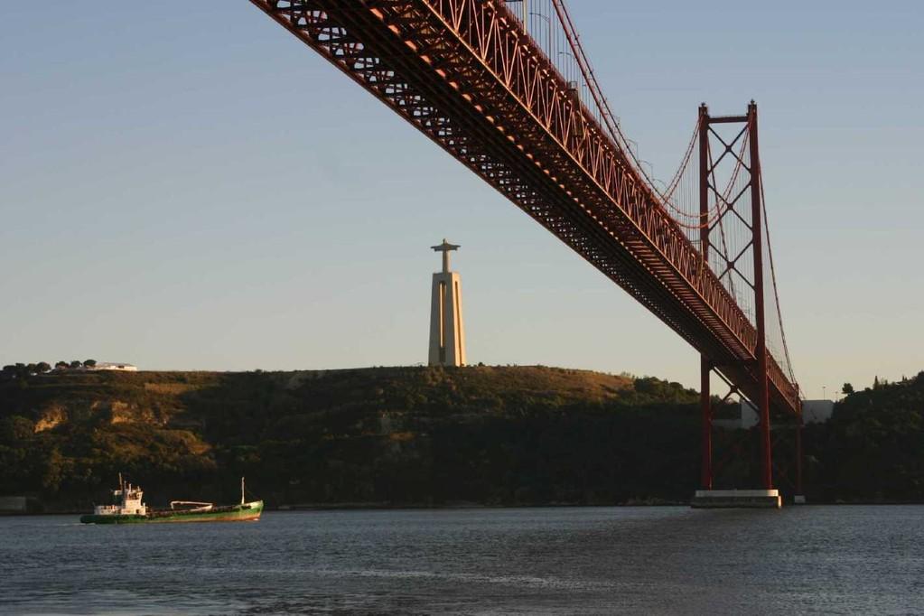 0384_31 Okt 07_Lissabon_Boots-Tour_Ponte 25 de Abril_Columbus