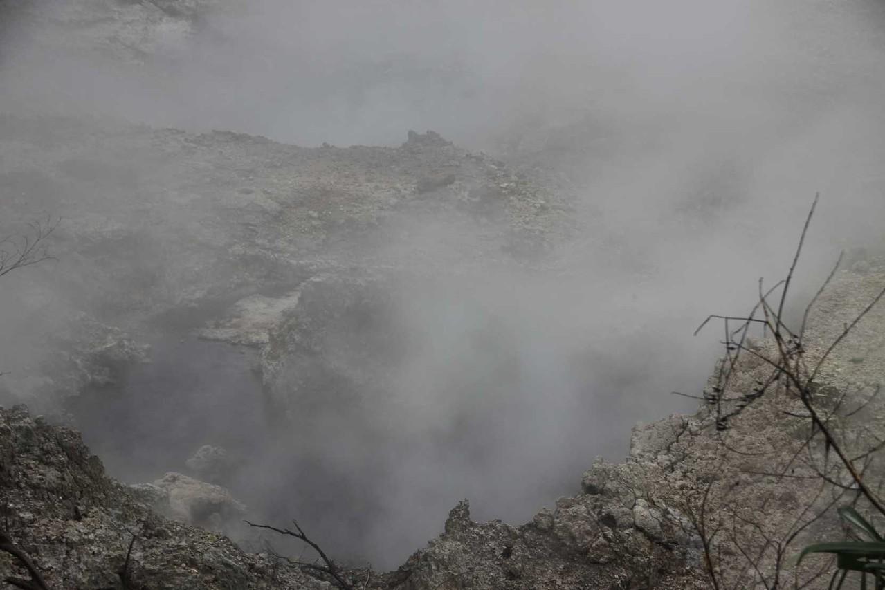 4393_06 DEZ 2013_St-Lucia_Soufriere_Drive-In-Vulkan
