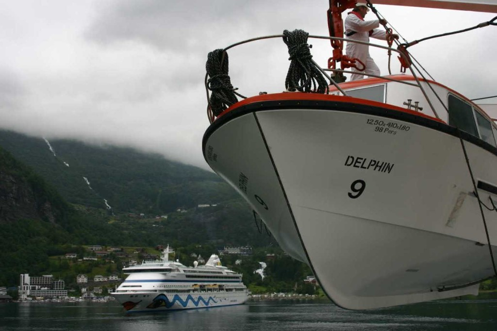 Bild 2615 - Norwegen, Geiranger, MS Delphin & AIDA