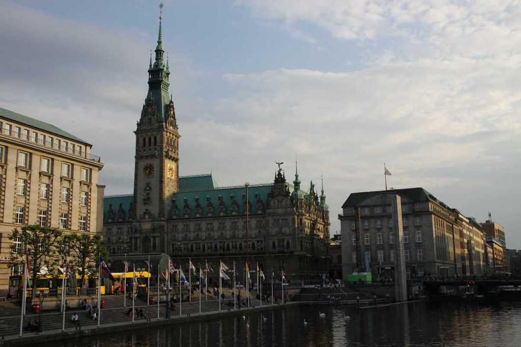 0211_10 Juni 2011_Hamburg_Rathaus_Alsterfleet_Schleuse