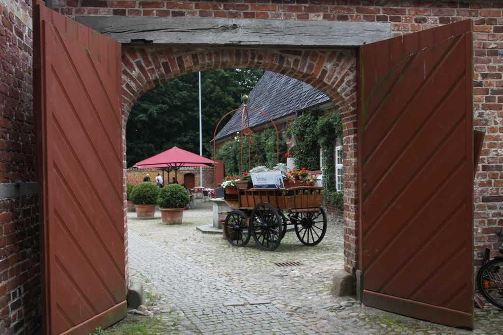 0056_31 Juli 2011_Husum_Schloß_Hoftor_Kutsche