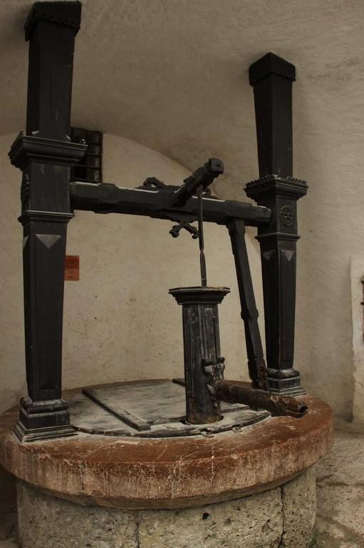 0363_21 Aug 2010_Salzburg_Festung Hohensalzburg_Innenhof_Brunnen