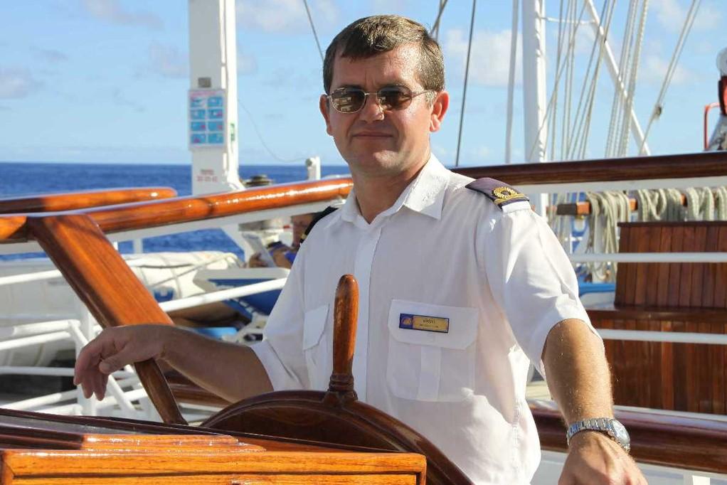 2377_25 Okt 2010_Star Flyer_Crew_3rd Officer_Vasyl