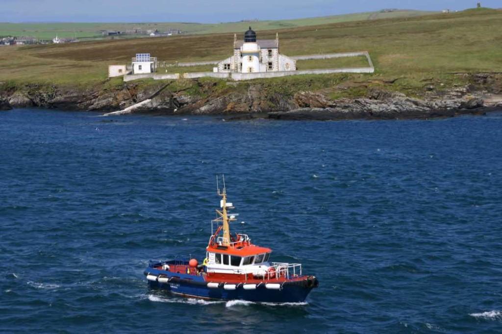 Bild 0324 - Orkney Inseln, der Lotse geht von Bord