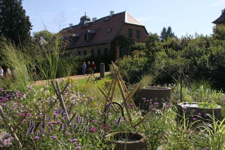 043_0158_16 Sept 2011_Gartenfest_Schloss Wolfsgarten_Aussteller