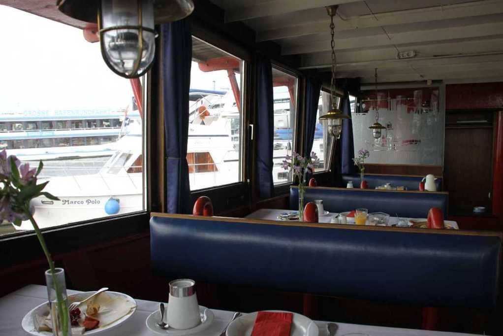 0227_11 Juni 2011_Hamburg_Feuerschiff_LV13_Restaurant