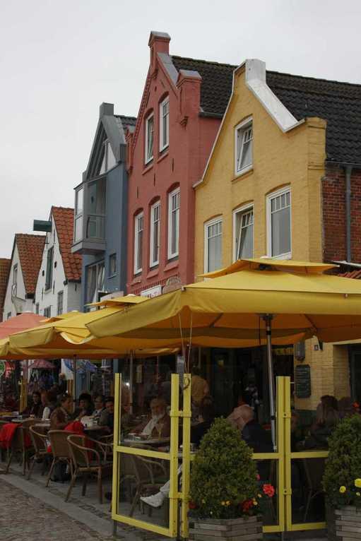 0157_31 Juli 2011_Husum_Hafen_bunte Häuser_Fassaden