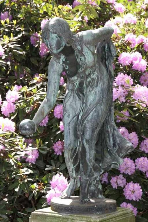 0182_19 Mai 2012_Rhododendron_Schlosspark_Skulptur