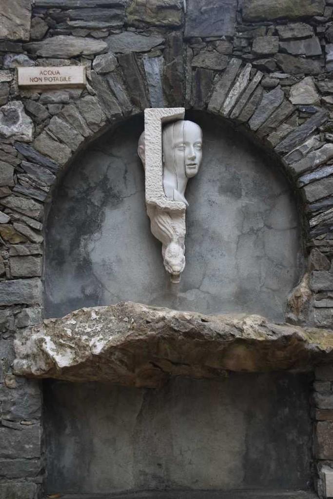 0443_09 Okt 2013_Cinque-Terre_Manarola_Brunnen