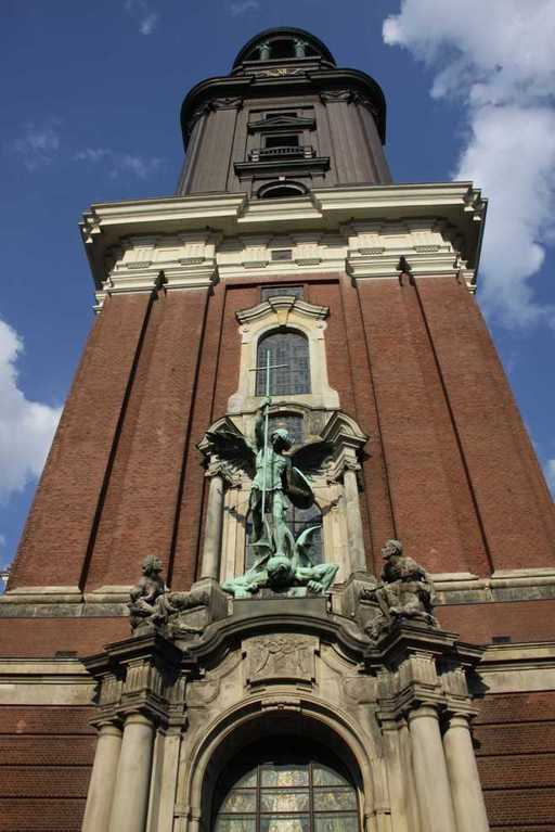 0169_10 Juni 2011_Hamburg_Michel_Skulpturen
