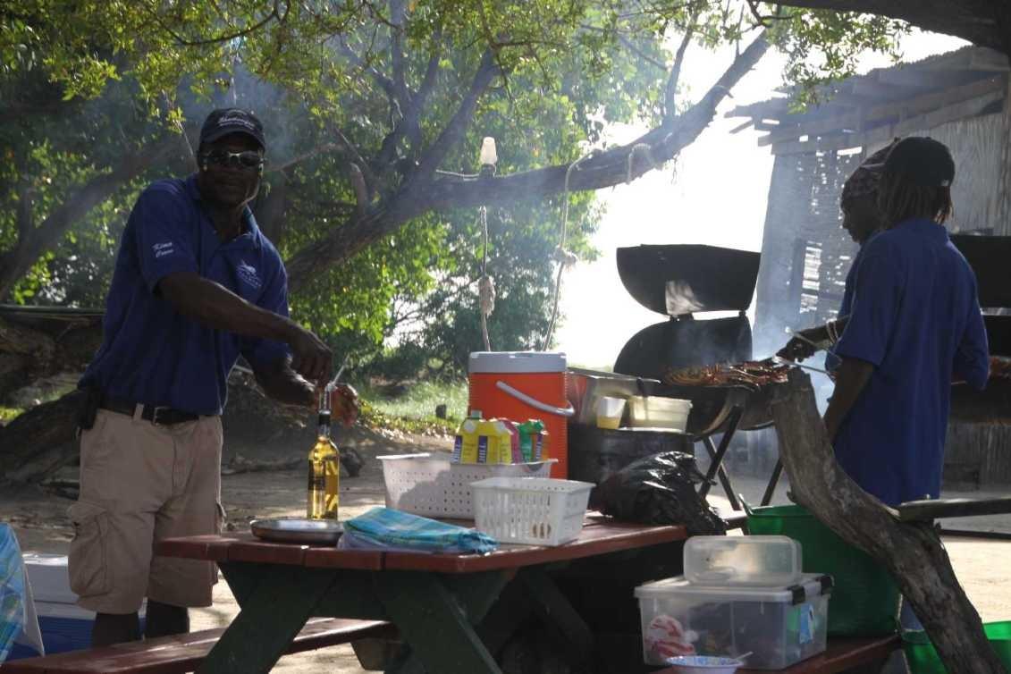 3126_02 DEZ 2013_Grenada_Shadowfax-Segeltörn_Lunch
