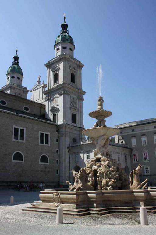 0150_21 Aug 2010_Salzburg_Residenzbrunnen_Dom