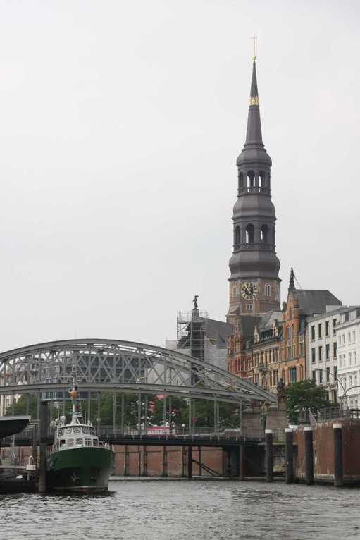 0335_11 Juni 2011_Hamburg_Dovenfleet_St-Katharinenkirche