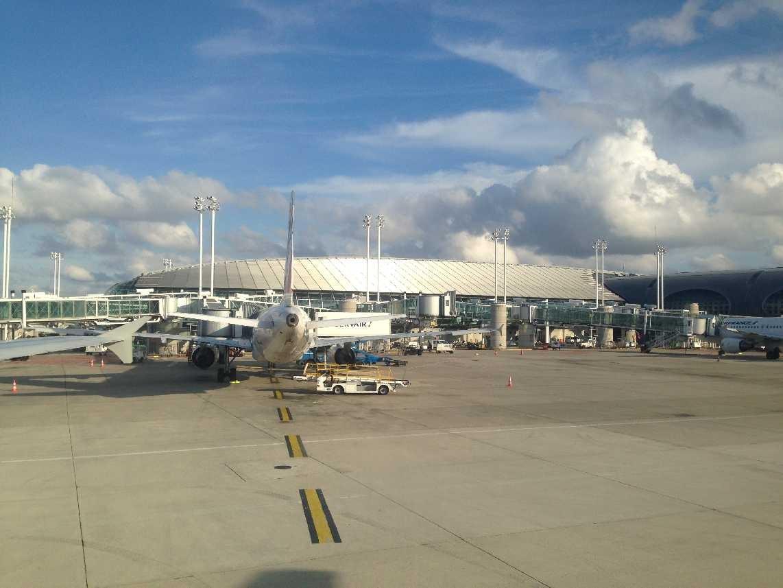 0810_12 Okt 2013_Paris_Charles-de-Gaulle_Terminal-2F