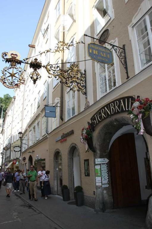 0074_21 Aug 2010_Salzburg_Getreidegasse_Sternbräu