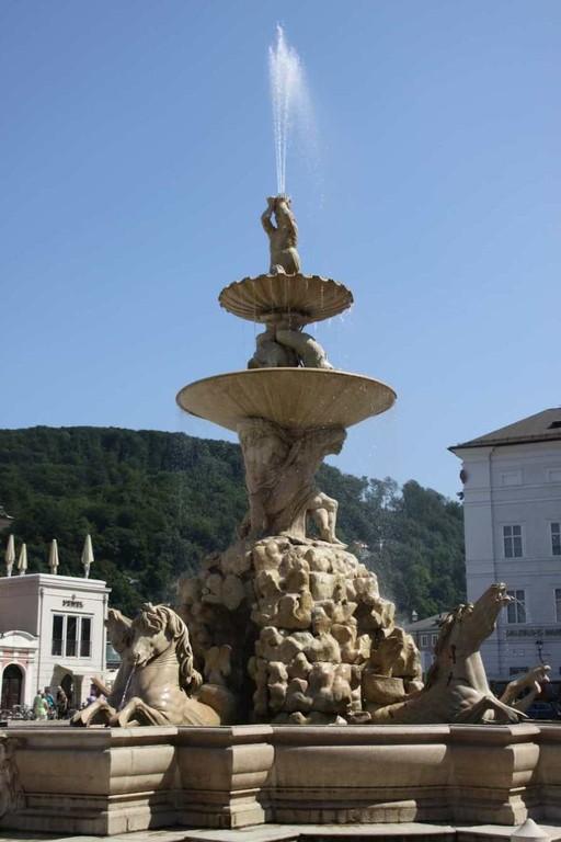 0142_21 Aug 2010_Salzburg_Residenzbrunnen