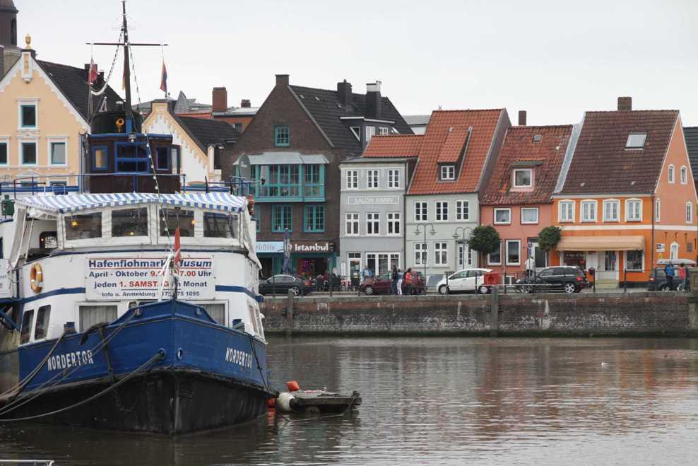 0153_31 Juli 2011_Husum_Hafen_Nordertor_bunte Häuser_Fassaden