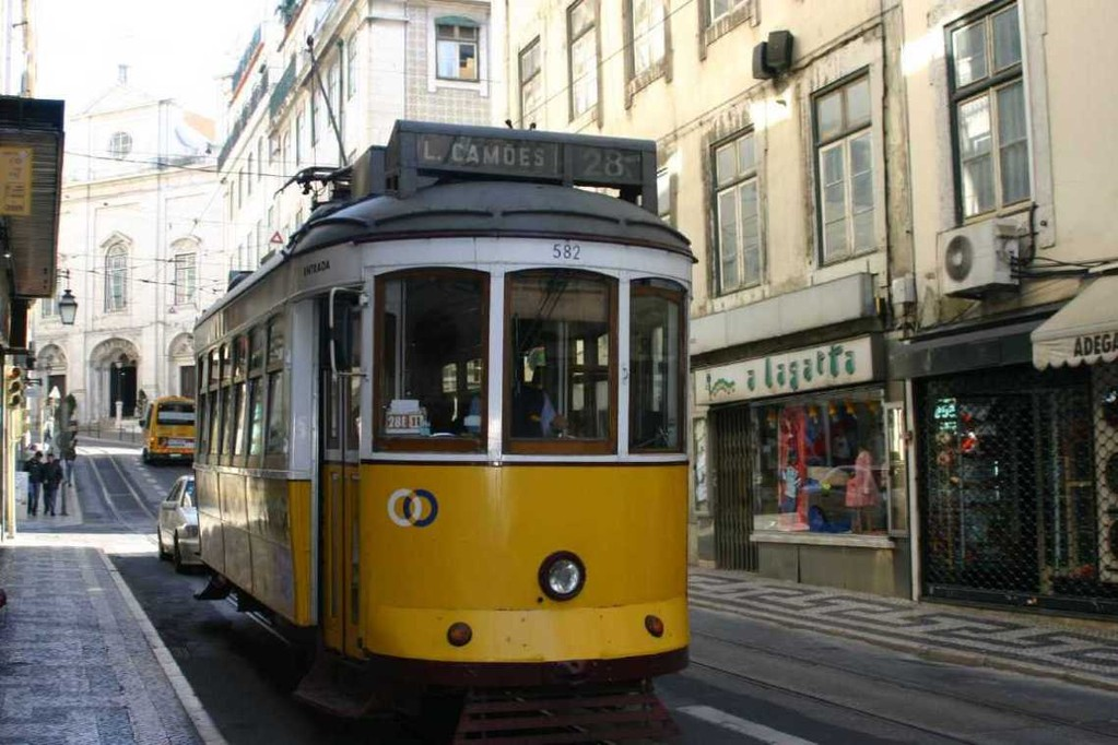 0488_01 Nov 07_Lissabon_Alfama_Tram 28