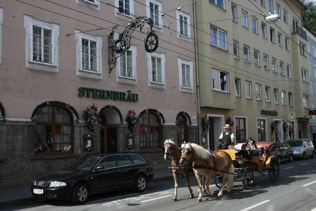 0007_21 Aug 2010_Salzburg_Griesgasse_Sternbräu_Fiaker