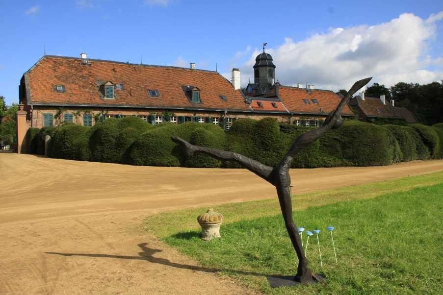 030_0079_17 Sept 2010_Gartenfest_Schloss Wolfsgarten_Skulpturen