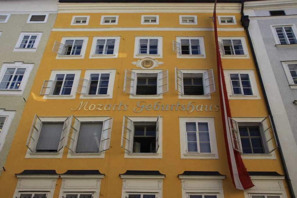 0102_21 Aug 2010_Salzburg_Getreidegasse_Mozart Geburtshaus