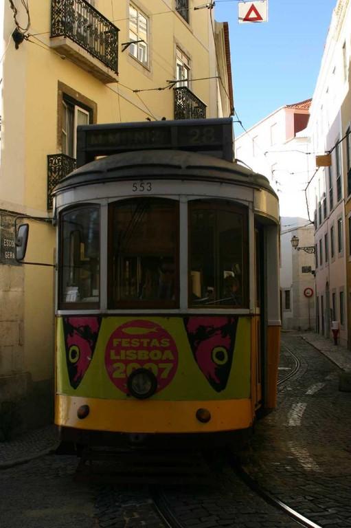 0426_01 Nov 07_Lissabon_Alfama_Tram 28