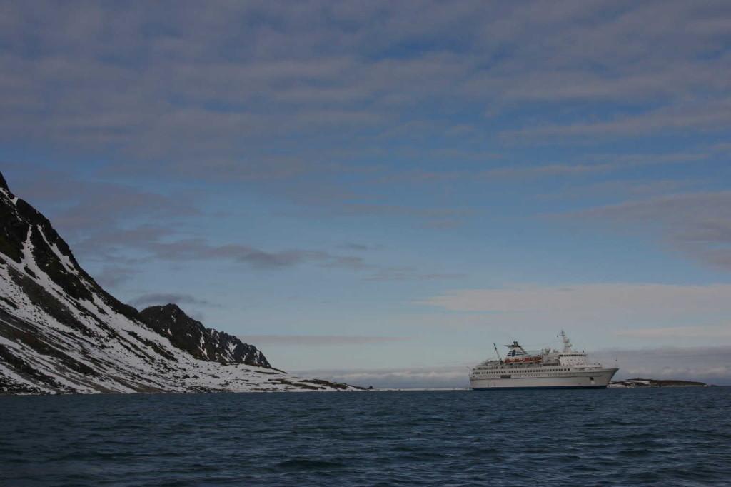 Bild 1076 - Spitzbergen, Magdalenenbucht, Zodiacfahrt, MS Delphin