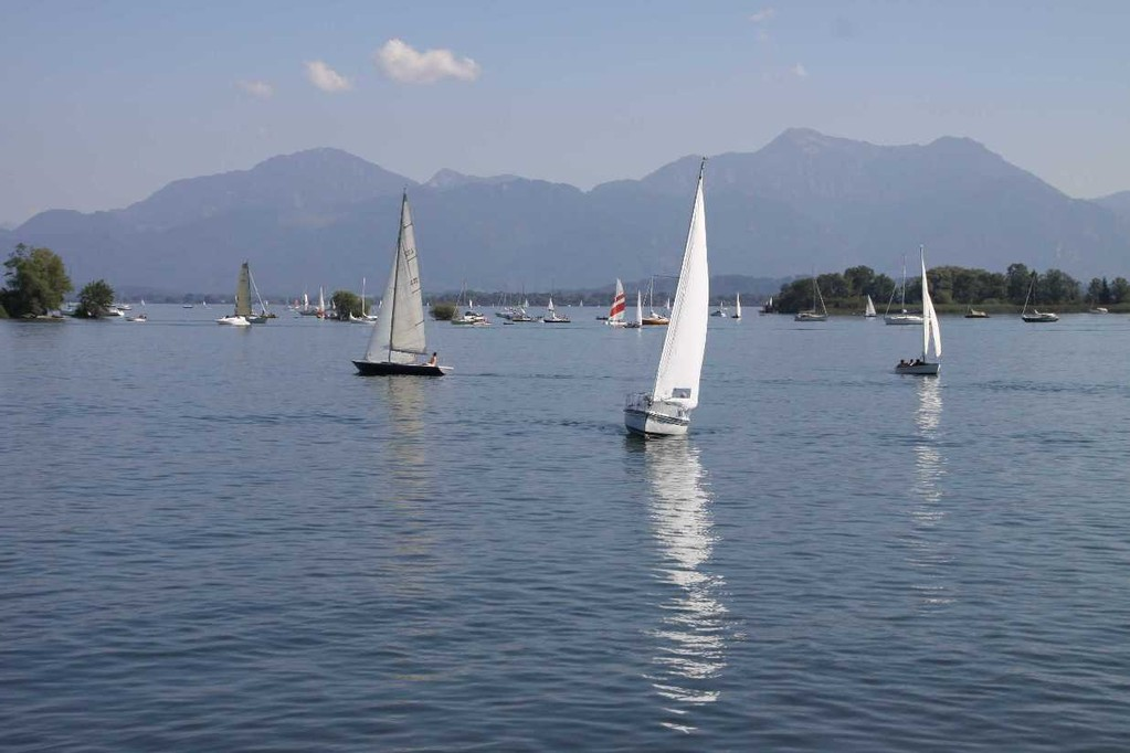 034_0184_22 Aug 2010_Chiemsee_Panorama_Segelschiffe