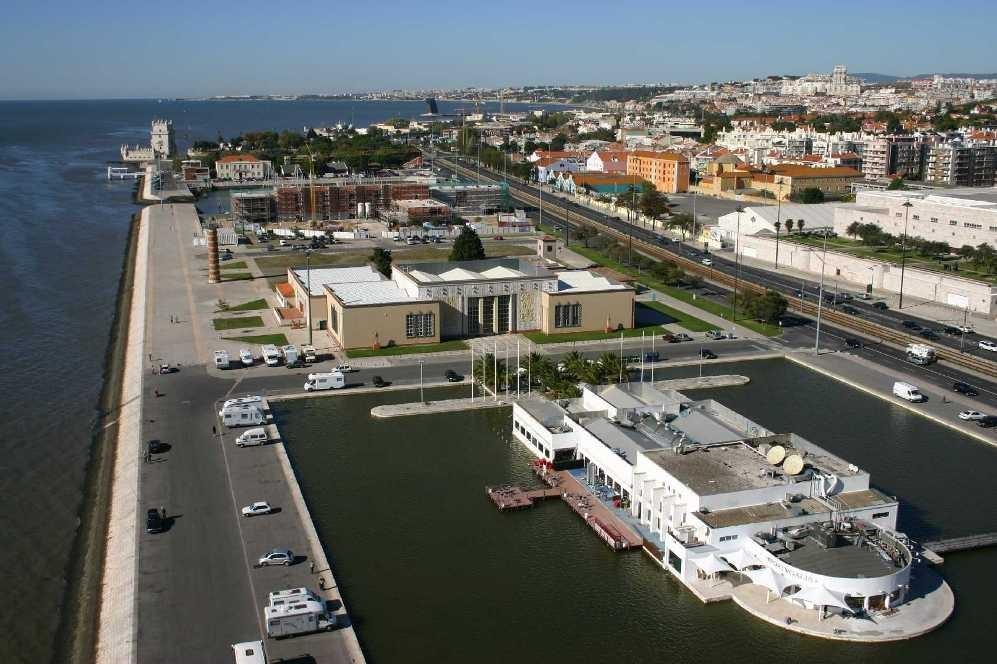 0141_31 Okt 07_Lissabon_Belem_Torre de Belem_Docas