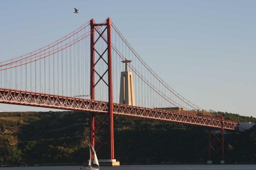 0334_31 Okt 07_Lissabon_Boots-Tour_Ponte 25 de Abril_Columbus