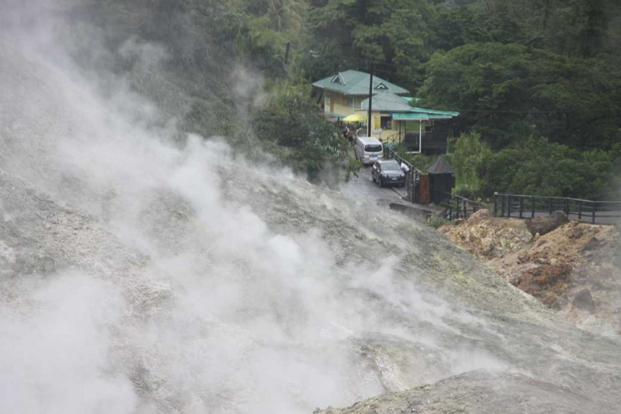 4413_06 DEZ 2013_St-Lucia_Soufriere_Drive-In-Vulkan