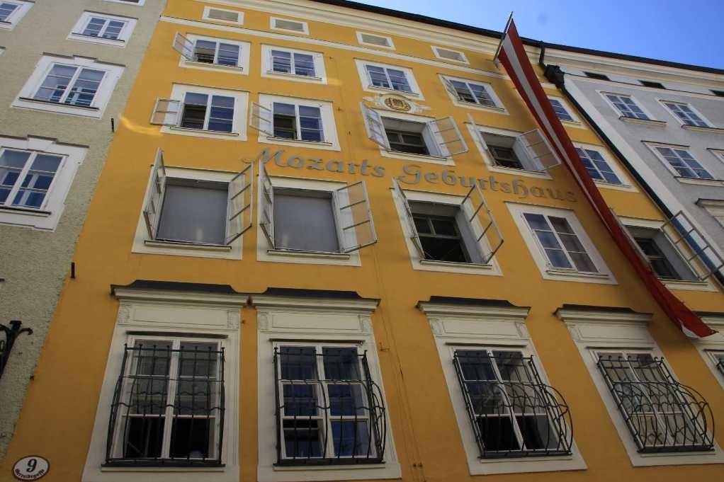 0109_21 Aug 2010_Salzburg_Getreidegasse_Mozart Geburtshaus