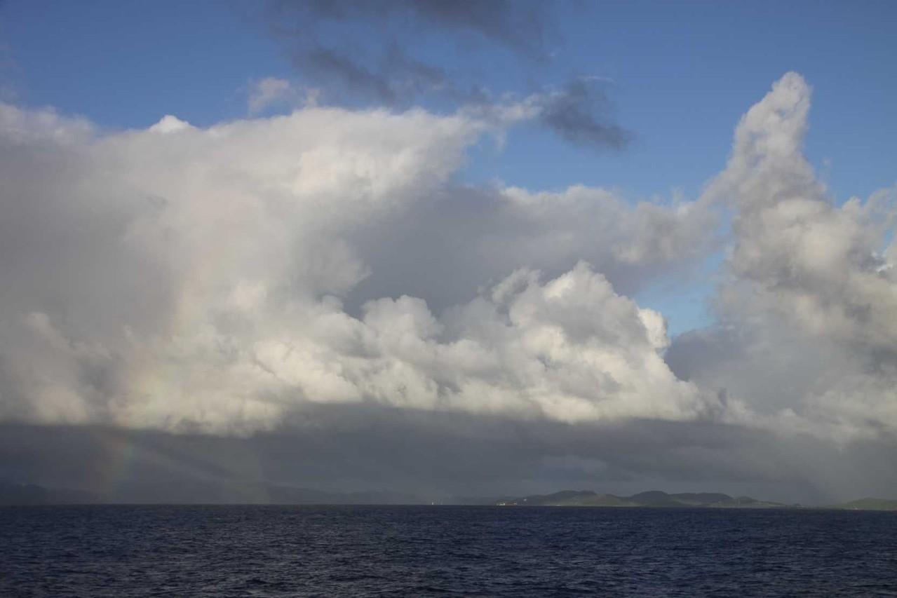 2451_29 NOV 2013_Martinique_auf See_Regenbogen
