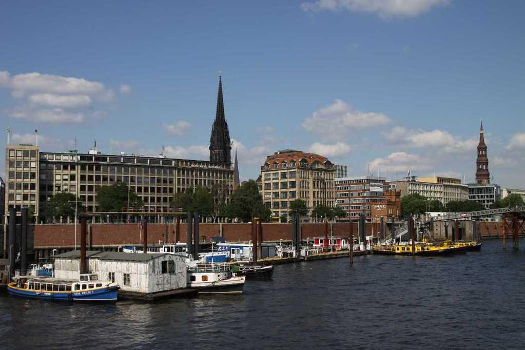 0475_11 Juni 2011_Hamburg_Hafen_Binnenschifffahrt