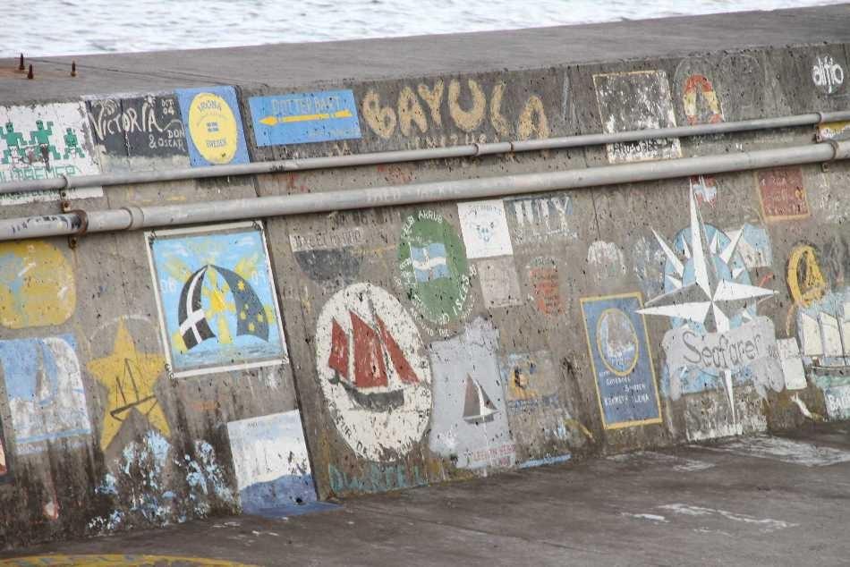 1334_14 Okt 2010_Madeira_Funchal_Hafenmauer